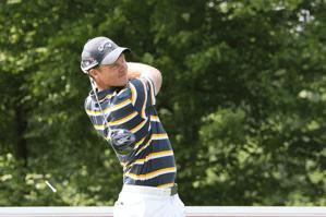 golfer swingling
