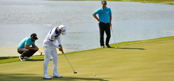 golfers tied in a play-off