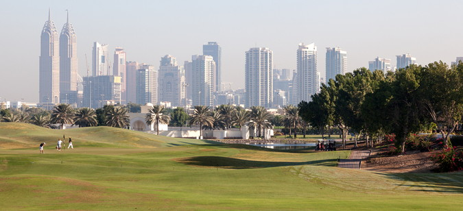 race to dubai golf course with skyline
