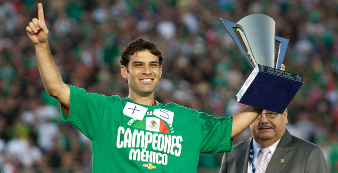 concacaf gold cup Mexico player receives the Fair Play Award